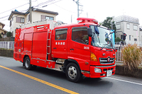 走行する消防車
