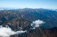 静岡県 南アルプス山並み 茶臼岳より後方赤石岳 北岳方面
