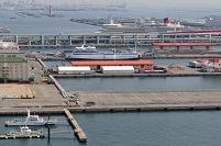 神戸港に豪華客船エリザベス号が停泊