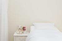 無人の病室のベッド