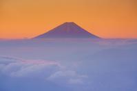長野県 高ボッチ高原より富士山と雲海