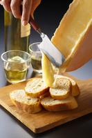 ラクレットチーズとフランスパン