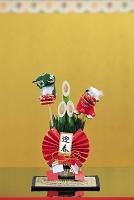 門松の正月飾りと金屏風