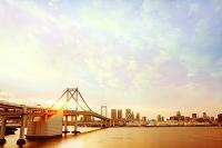 東京都 夕焼けのレインボーブリッジ