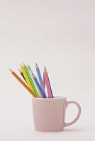 マグカップと色鉛筆