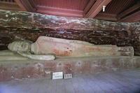 中国 炳霊寺石窟群の涅槃像