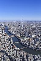 東京都 隅田川に架かる橋とスカイツリー