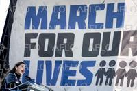アメリカで銃規制求める声強まる