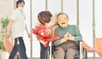 老人介護施設 シニア女性の日