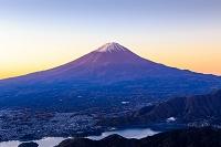 山梨県 新道峠から河口湖と富士山
