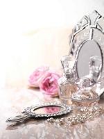 バラと鏡と化粧品と小物