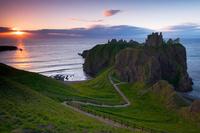 イギリス スコットランド 朝日とダノター城