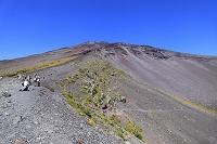静岡県 富士山 宝永第二火口壁の登山道と第一火口壁