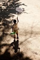 虫取り網と少年
