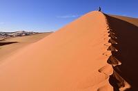 アルジェリア タッシリ・ナジェール国立公園 ハイキング