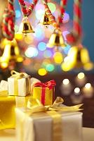 クリスマスの装飾とリボンのプレゼント