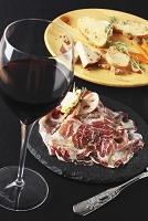 赤ワインとチーズの前菜、生ハム