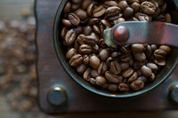 コーヒー豆とコーヒーミル