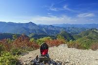 和歌山県 紅葉の熊野古道小雲取越の百閒ぐらより望む熊野の山々