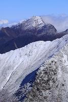 山梨県 間ノ岳から望む冠雪した北岳