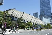 東京駅八重洲口グランルーフとグラントウキョウ