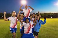 女子サッカーチームの若者たち