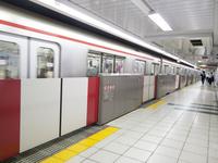 地下鉄のホームドア 電車
