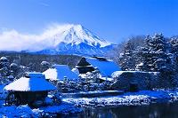 山梨県 雪の富士山