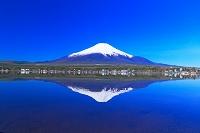 山梨県 山中湖と逆さ富士