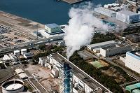 東京電力TEPCO横浜リサイクルセンターの煙突の煙