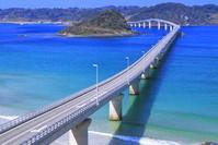 山口県 冬の角島大橋