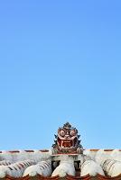 沖縄県 竹富島 赤瓦の屋根とシーサー