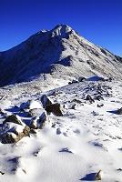 山梨県 北岳山荘から望む冠雪した北岳
