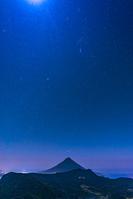 鹿児島県 星空の開聞岳