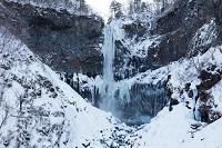 栃木県 雪の華厳の滝