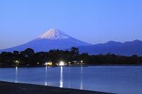 静岡県 夕映えの富士山と大瀬崎