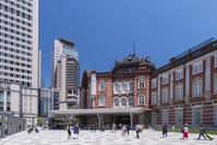 東京駅丸の内北口と乗降客