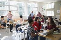 教室の外国人高校生