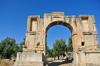 チュニジア ドゥッガ遺跡 凱旋門