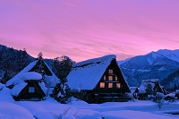 岐阜県 雪の白川郷の夕景
