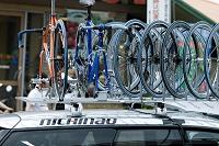自転車レースのサポート車