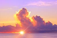 東京都 小笠原諸島 母島 静沢の森から望む太平洋の夕焼け