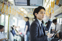 スマートフォン 日本人ビジネスマン