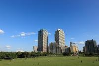 千葉県 幕張海浜公園とタワーマンション