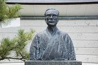 浜田広介胸像