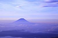 山梨県 南アルプス市 北岳 朝焼けの富士山と雲海