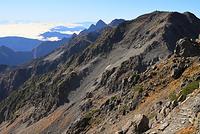 長野県 槍ヶ岳山荘付近から望む大喰岳と南岳と北穂高岳と前穂高岳