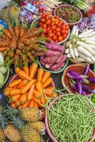 ベトナム 市場で売られている野菜