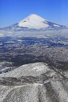 静岡県 御殿場市上空付近から見る冬の富士山(空撮)