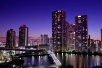 東京都 東雲のタワーマンション群の夜景